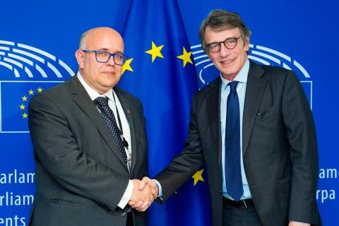 Supervisor Wiewiórowski with European Parliament President David Sassoli
