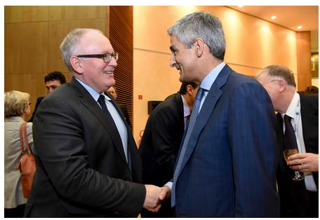 Giovanni Buttarelli, CEPD avec Frans Timmermans, Premier vice-président 2 mars 2015