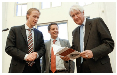Peter Hustinx (right) with the editors of the book Herke Kranenborg (left) and Hielke Hijmans (centre)